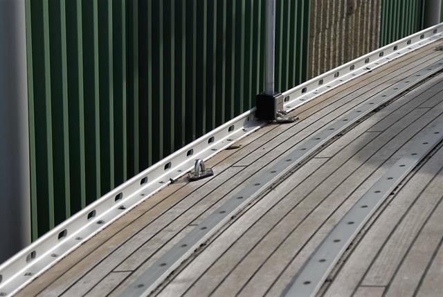 De nieuw geanodiseerde voetrail gemonteerd