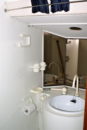 Bij aankoop: op de foto oke maar slecht werkende kranen en douche