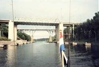 De bruggen over het kanaal bij Södertälje