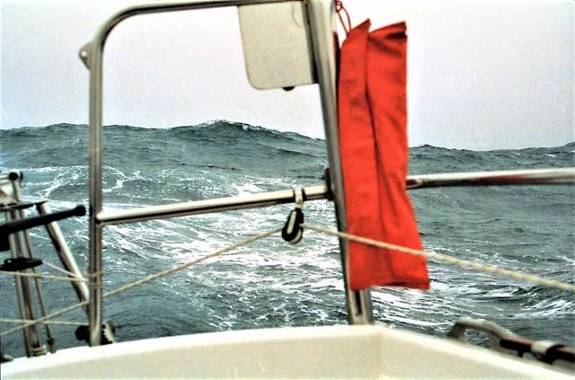 Stevige achterop komende golven