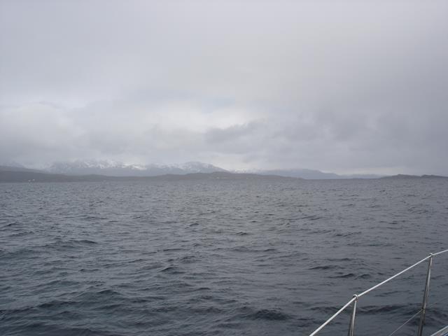 Zwaar bewolkt, wijd water, grote afstanden
