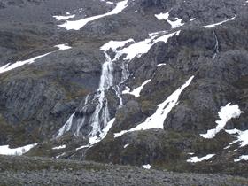 Sneeuw nog laag op de bergen