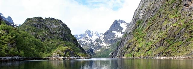 De ingang van de Trollfjord