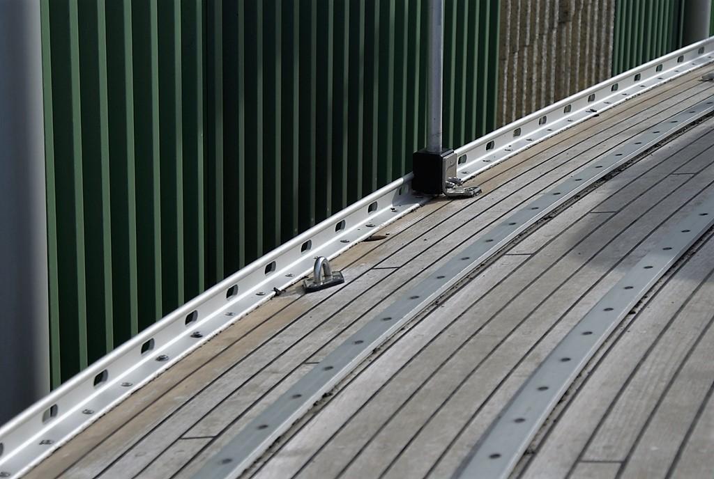 De nieuw geanodiseerde voetrails