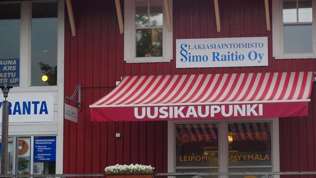 De locatie van de foto is overduidelijk: Uusikaupunki (Zweeds: Nystad)