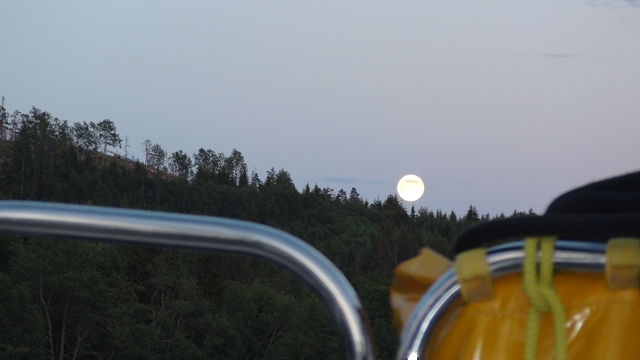 De maan komt op