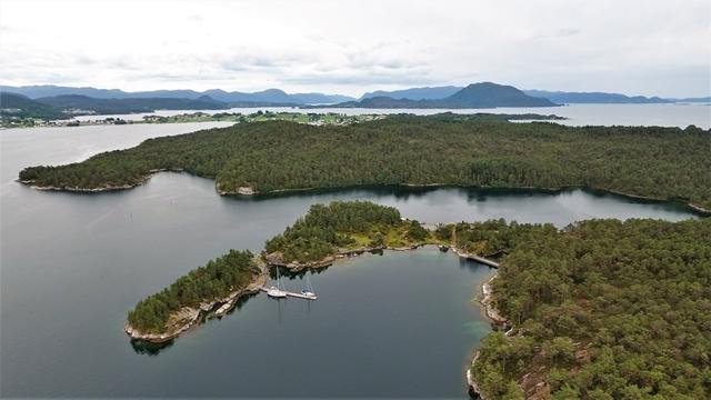 In een prachtige omgeving (Drone foto: Kolbjørn Skjæveland)