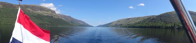 Zonder golven en stralend weer Loch Lochy,