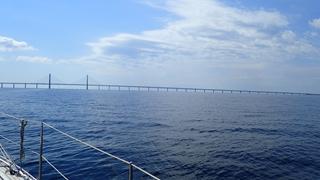 De brug met twee verdiepingen van Malmönaar Kopenhagen, een bouwwerk met veel staal