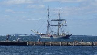 Als compensatie voor de Tall Ships 2018 in Harlingen? Tre Kronor Stockholm ten anker voor de haven