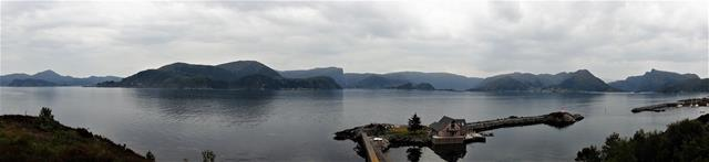 Vanaf een bankje met een mooi overzicht over de haven