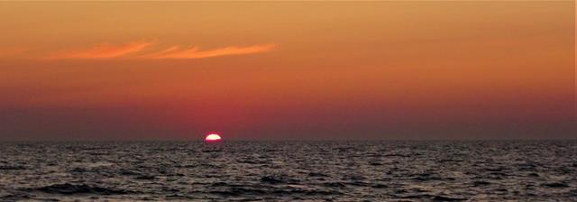 Altijd weer een geweldig moment als de zon wegzakt achter de horizon