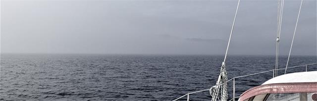 Later is de mist dichter, nog net is het bovenste randje van Stattlandet te zien